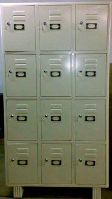 lockers-12-doors